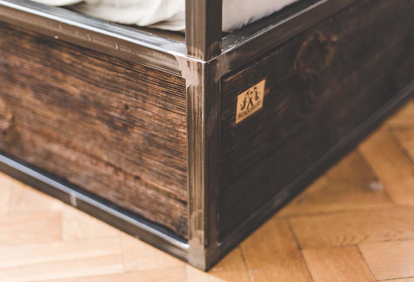 Łóżko z abażurem