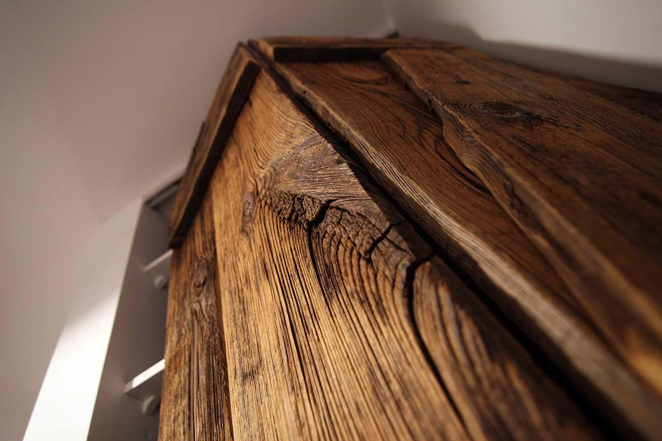 Szafa z drzwiami od stodoły